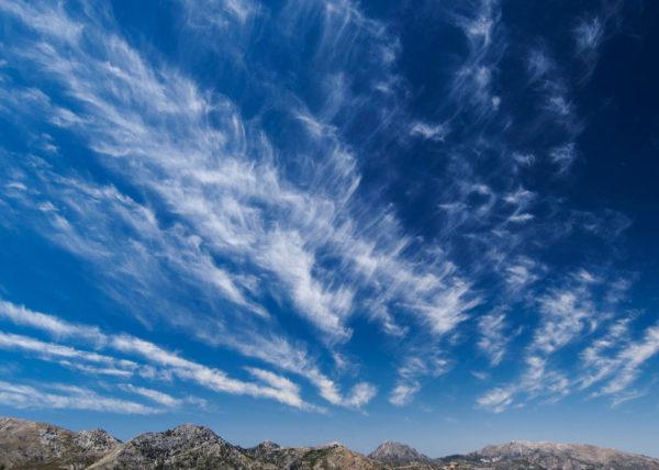 Nubes en el horizonte