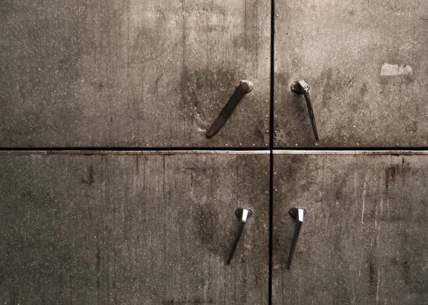Puerta vieja metal
